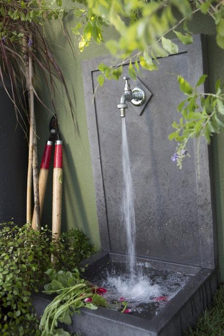 Un style design avec cette fontaine en pierre reconstituée
