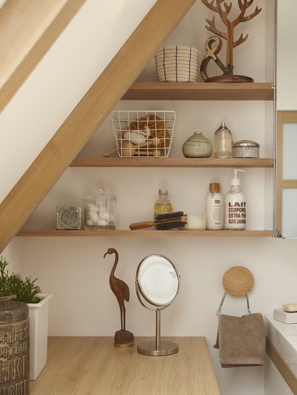 des tag res bois dans les coins perdus de la salle de bains leroy merlin. Black Bedroom Furniture Sets. Home Design Ideas
