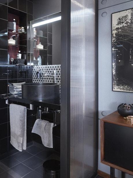 Une petite salle de bains dans la chambre leroy merlin for Petite salle de bain dans chambre
