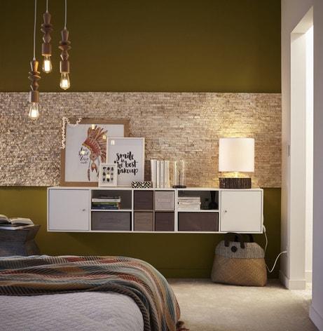 Du rangement pour une chambre bois et dorée