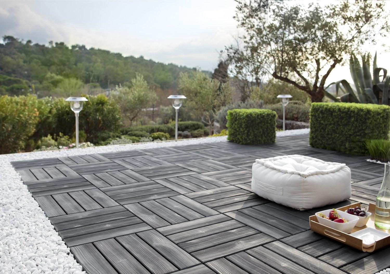 Une Terrasse Facile à Poser Avec Des Dalles Clipsables Noires