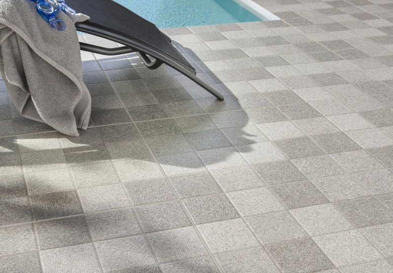 Carrelage gris clair carrelage 50x50 gris clair for Carrelage gris clair brillant