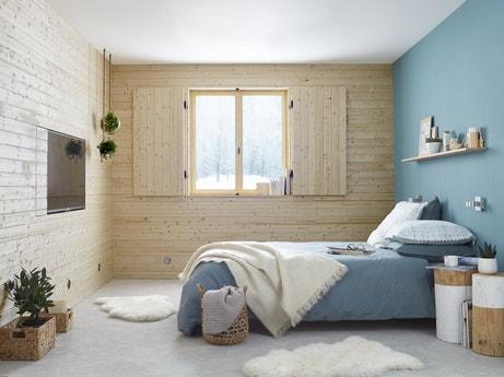Une ambiance chaleureuse dans la chambre avec des couleurs naturelles