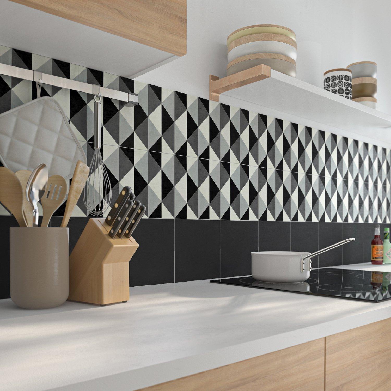 Cuisine Noir Et Blanc Mat mélange réussi de carreaux de ciment et de meubles de