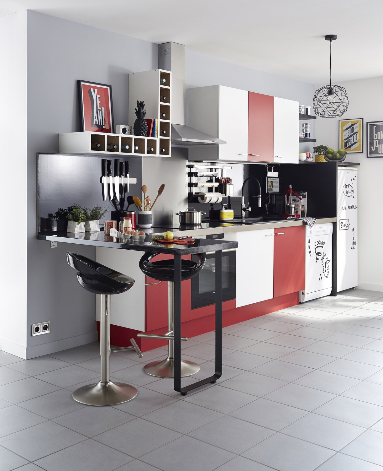 mixer le rouge et le blanc pour un espace cuisine tendance leroy merlin. Black Bedroom Furniture Sets. Home Design Ideas