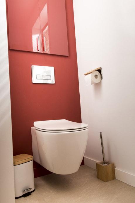 Du rouge et blanc pour votre WC suspendu