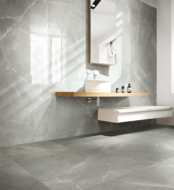 du carrelage effet marbre gris pour une salle de bains chic leroy merlin. Black Bedroom Furniture Sets. Home Design Ideas