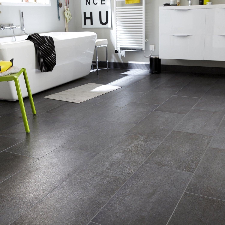 Du carrelage gris anthracite effet béton pour le sol de la salle de ...