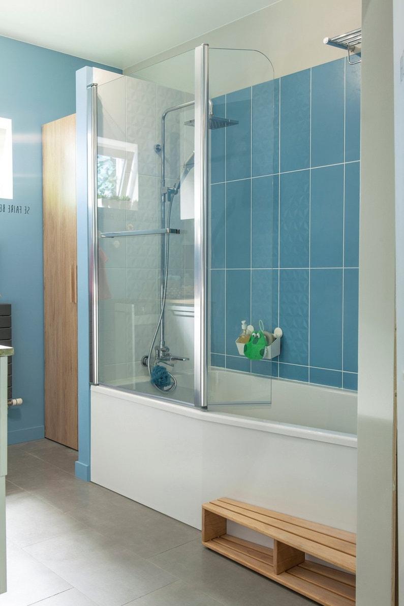 une baignoire gain de place dans une salle de bains fonctionnelle leroy merlin. Black Bedroom Furniture Sets. Home Design Ideas