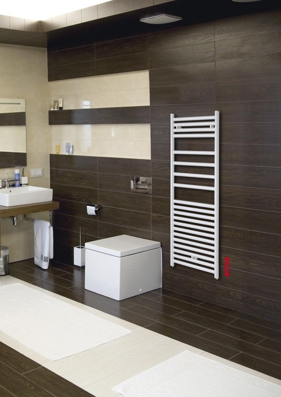 un radiateur s che serviettes blanc pour r chauffer votre. Black Bedroom Furniture Sets. Home Design Ideas