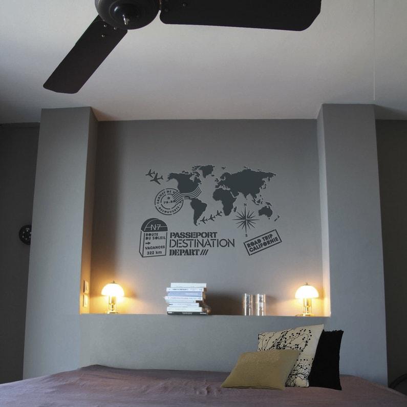 D corer le mur de la chambre avec le pochoir du voyage for Decorer sa chambre avec des photos