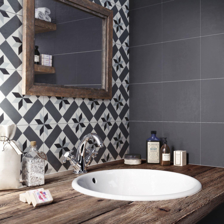 Les carreaux de ciment donnent du cachet à la salle de bains ...