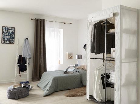 Une armoire textile qui ne se cache plus