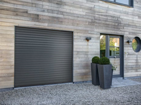 Bien choisir sa porte de garage leroy merlin for Porte de garage enroulable isolante