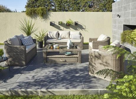 Un salon en résine tressé pour profiter de la terrasse