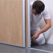 Cours de bricolage nos ateliers de bricolage en magasin for Comment poser une porte de douche