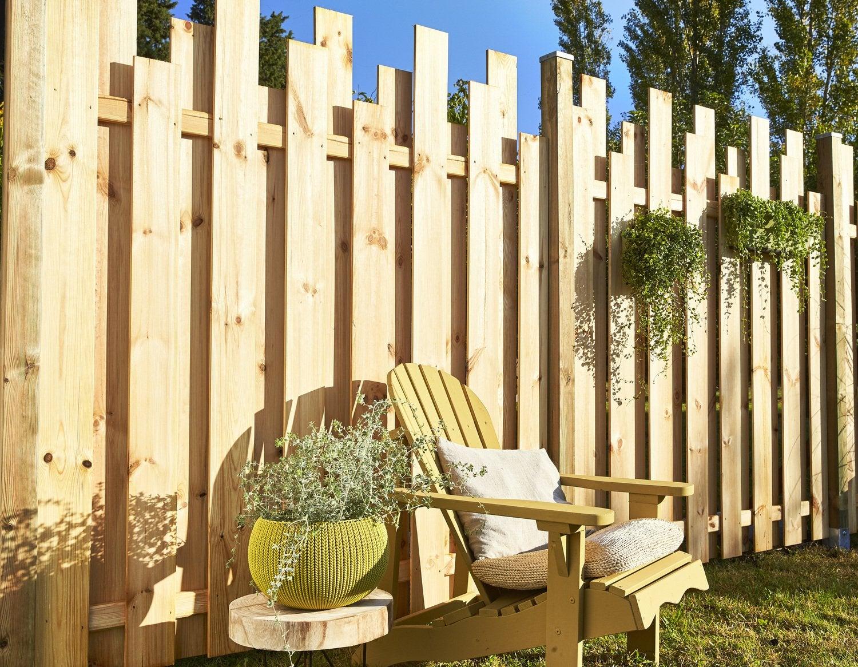 une terrasse et des panneaux en pin leroy merlin. Black Bedroom Furniture Sets. Home Design Ideas