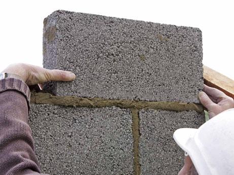 Construire un mur en parpaings à maçonner