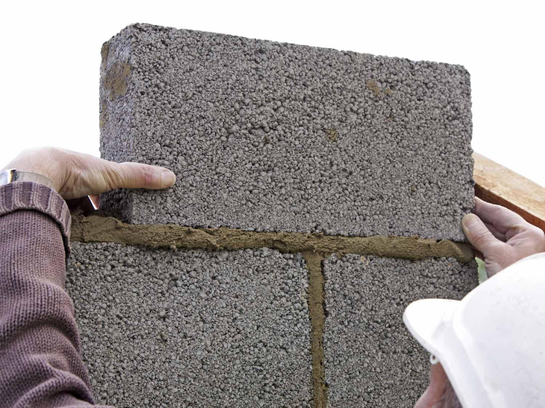 recouvrir un mur exterieur en parpaing. elegant enduit sable et ... - Comment Habiller Un Mur En Parpaing Exterieur