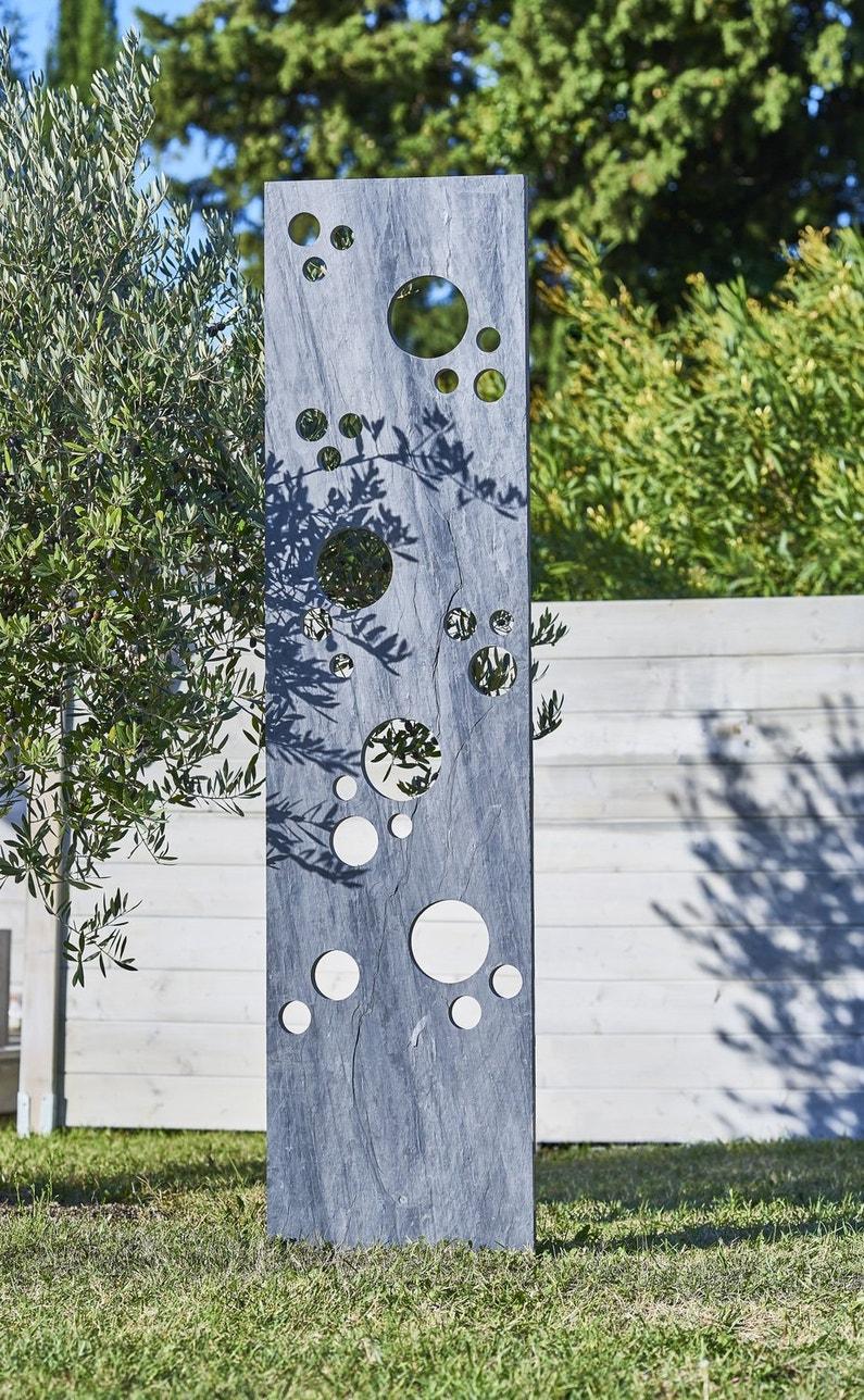Un panneau en ardoise original dans le jardin leroy merlin for Ardoise concassee pour jardin