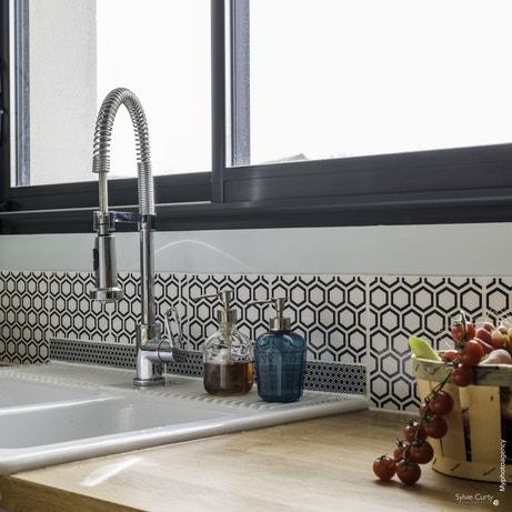 Un mitigeur de cuisine avec douchette pour un confort au quotidien
