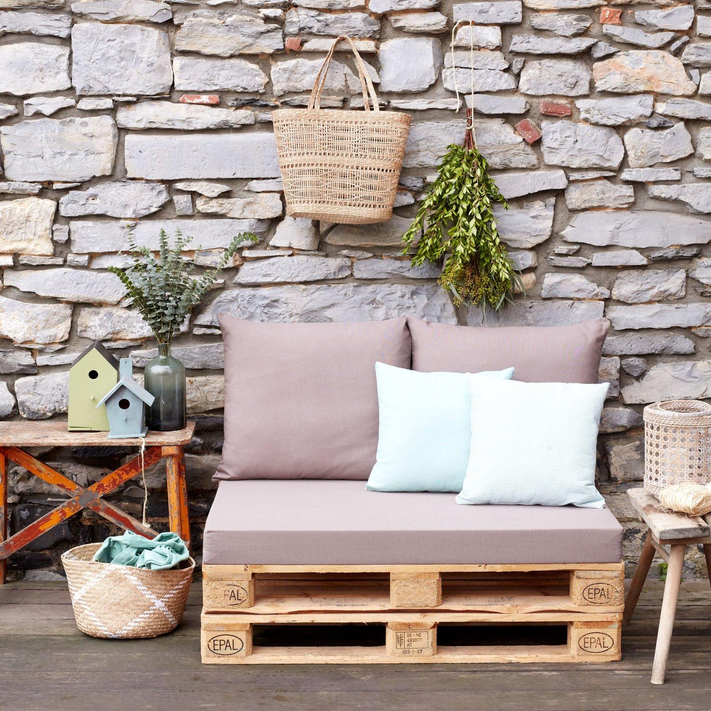 Salon de jardin en palette avec les coussins aux bonnes ...