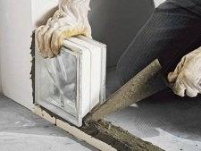 Comment monter un mur de briques de verre en pose for Pose brique de verre exterieur