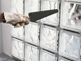 Monter un mur de briques de verre en pose traditionnelle