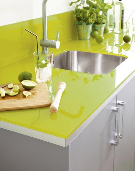 Un plan de travail de couleur pour donner du pep's à votre cuisine