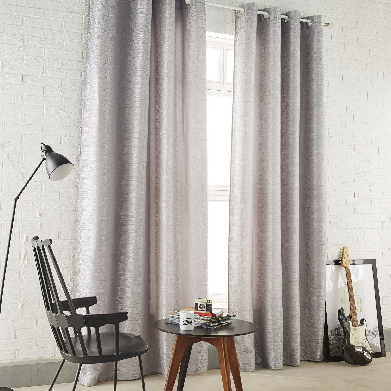 Des rideaux gris effet brillant pour un salon au style industriel ...