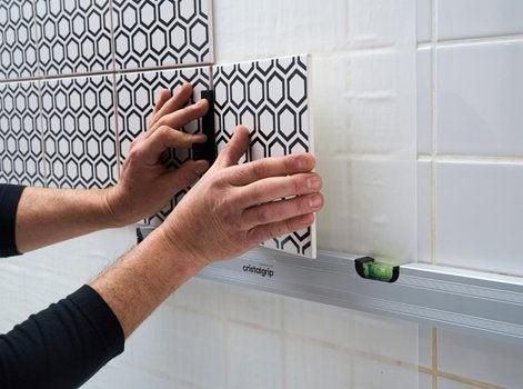 un atout aussi si vous tes en location car cristalgrip permet duajouter un nouveau carrelage sur. Black Bedroom Furniture Sets. Home Design Ideas