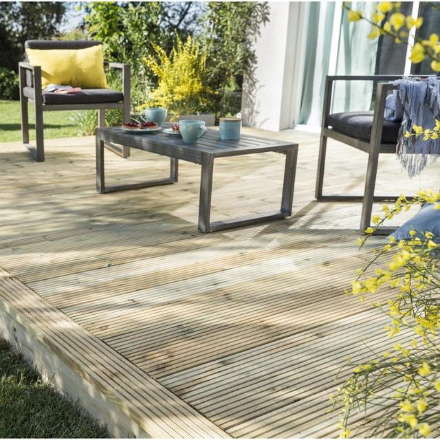une terrasse en bois avec ilot en bois autour leroy merlin. Black Bedroom Furniture Sets. Home Design Ideas