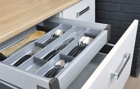 Tout savoir sur le rangement dans la cuisine leroy merlin for Tiroir de cuisine coulissant ikea