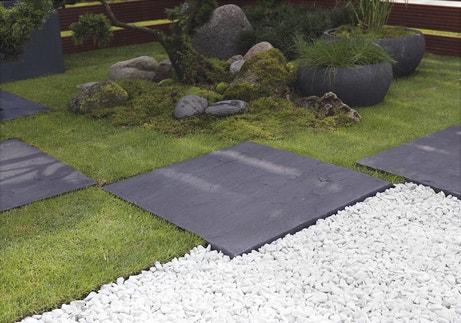 Un jardin minéral avec pas japonais