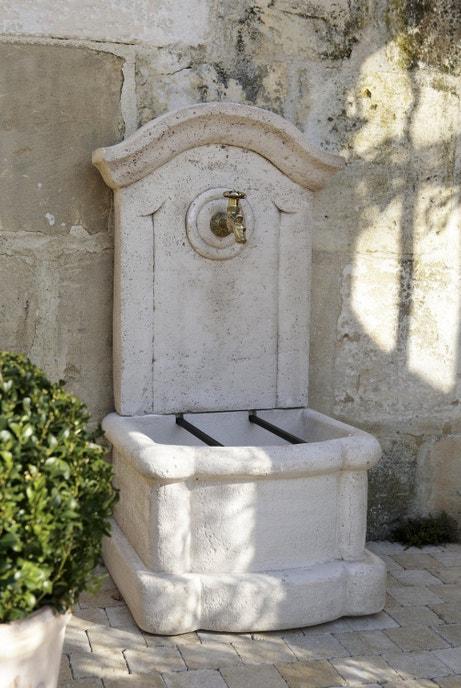 Une fontaine en pierre pour votre jardin
