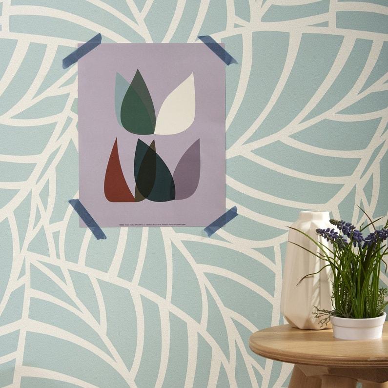 Une affiche 50 39 s sur un papier peint motif feuilles leroy merlin - Papier peint paysage leroy merlin ...