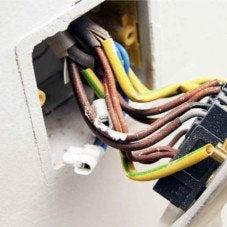 Tout savoir sur le circuit électrique dans la salle de bains
