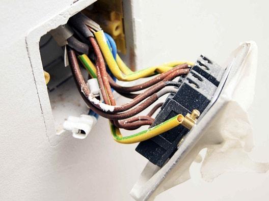 Tout savoir sur le circuit électrique dans la salle de bains | Leroy ...