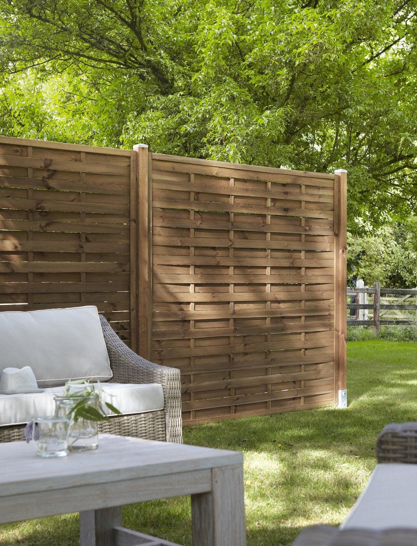 Le panneau bois, idéal pour un jardin bien clôturé