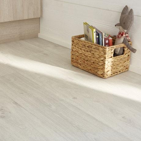 Un décor bois du sol aux meubles de cuisine