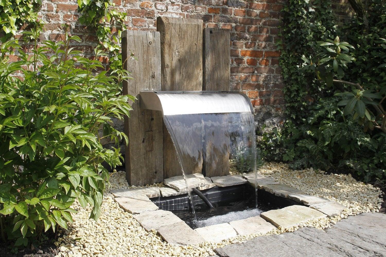 bassins et fontaines pour embellir le jardin leroy merlin. Black Bedroom Furniture Sets. Home Design Ideas