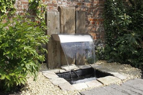 Une fontaine design pour le jardin