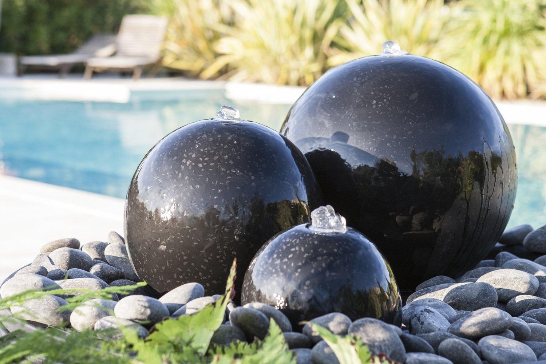 Une fontaine de boules noires | Leroy Merlin