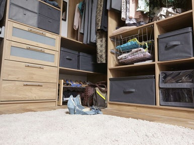 tout savoir pour bien organiser son dressing leroy merlin. Black Bedroom Furniture Sets. Home Design Ideas