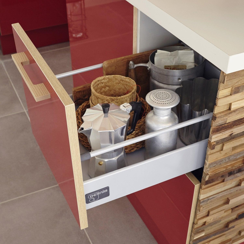 Cuisine Équipée En Bois Rouge une cuisine rouge, blanc et bois avec son ilot central