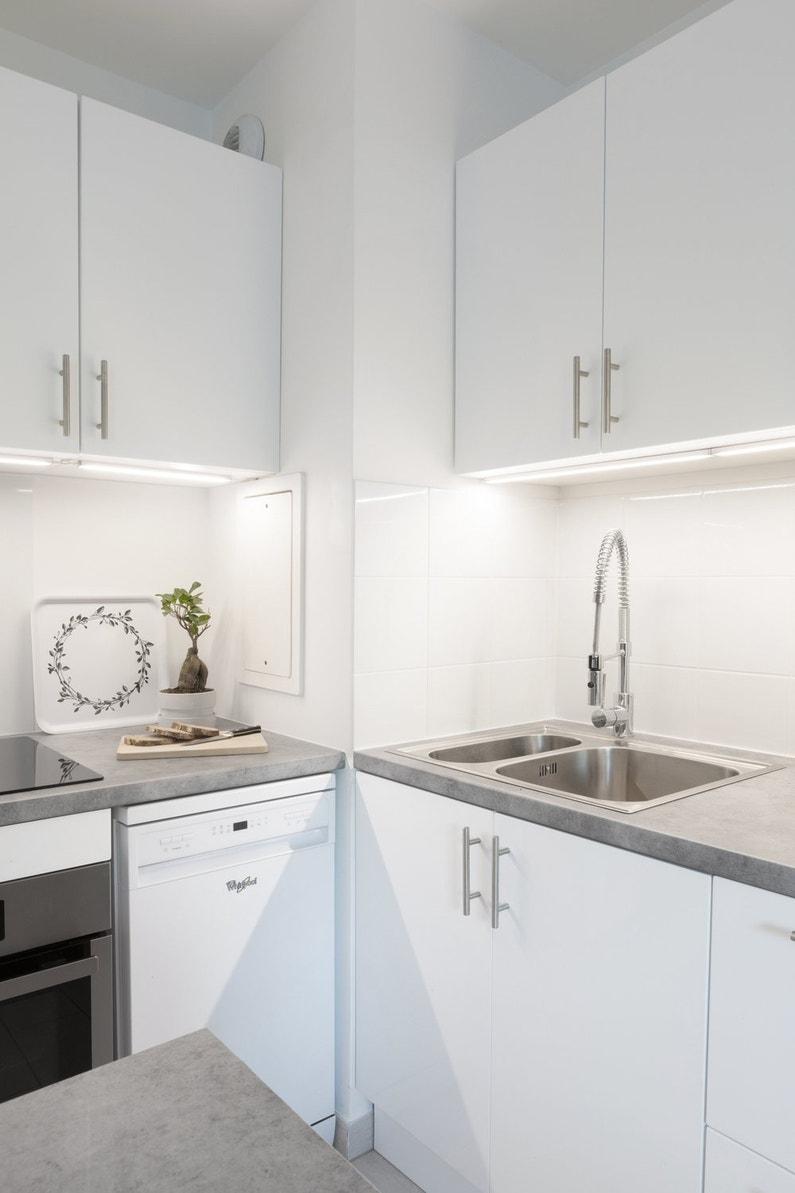 une cuisine moderne avec un plan de travail effet b ton leroy merlin. Black Bedroom Furniture Sets. Home Design Ideas