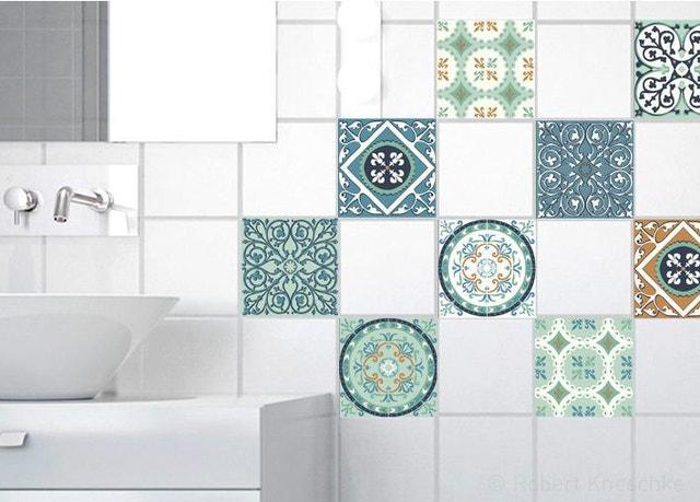 Dans la salle de bains, les stickers carrelage se la jouent ...